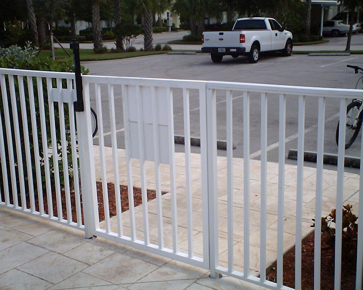 Standard White Mechanical Fence Liberty Aluminum